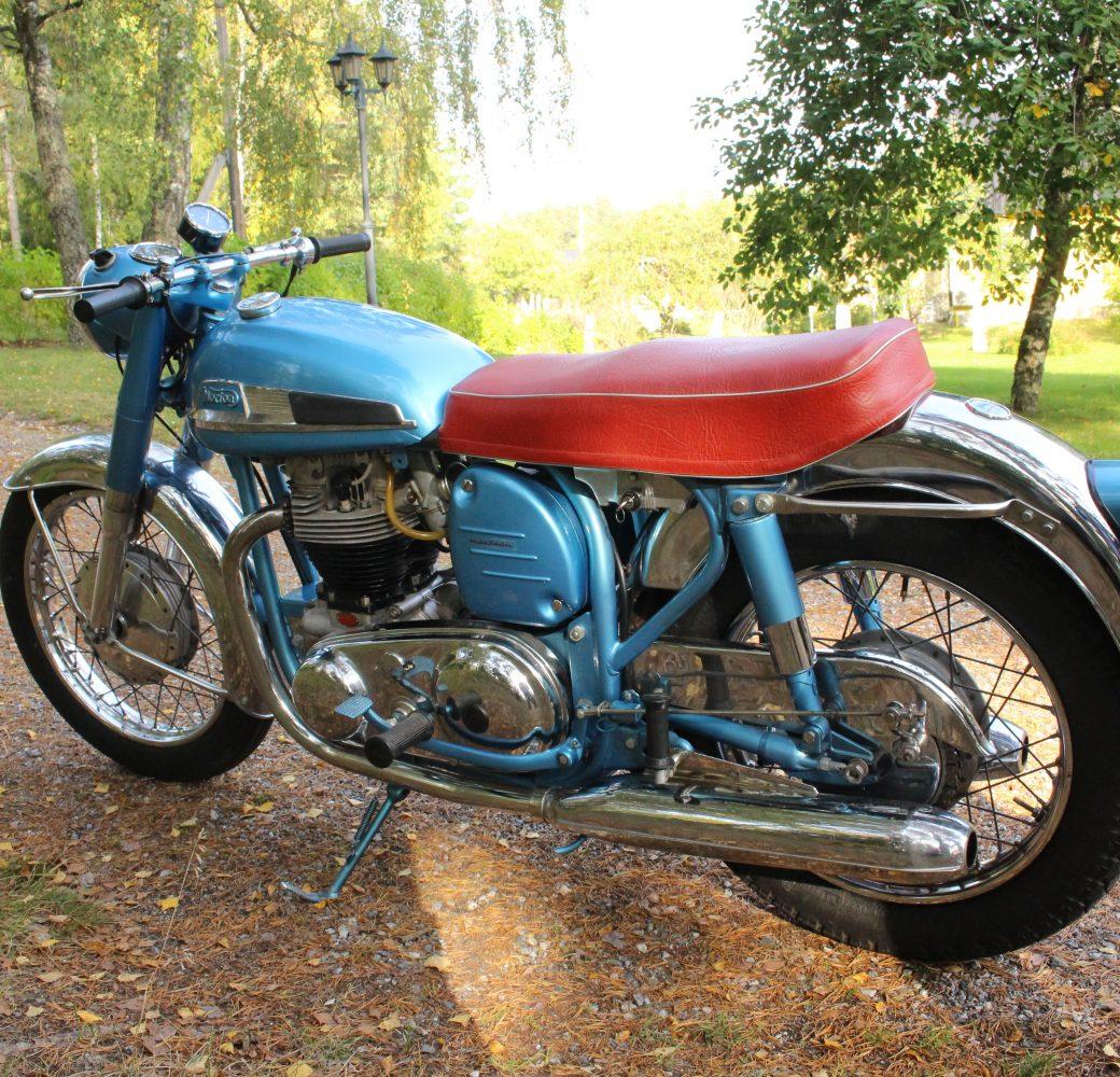 Nortons Första 650, En Blå Fartfantom